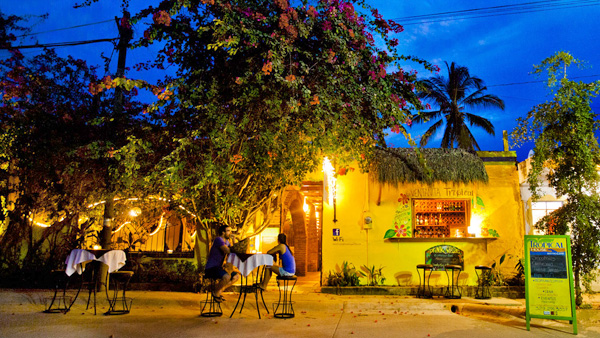 -en-tropical-house-north-sayulita-offers-al-fresco-dining-es-tropical-house-norte-de-sayulita-comida-al-fresco-