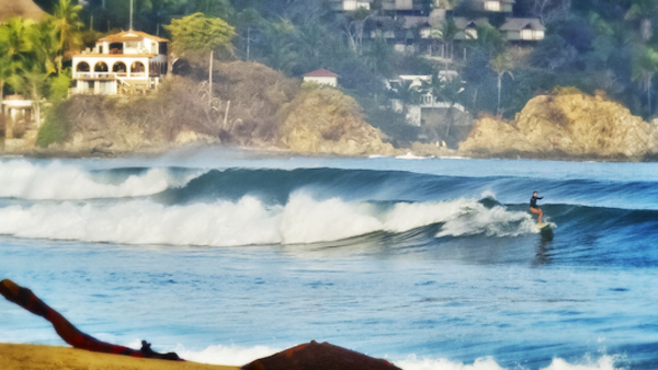 -en-waves-lining-up-at-the-left-on-the-north-side-es-olas-alinendose-a-la-izquierda-en-la-parte-norte-