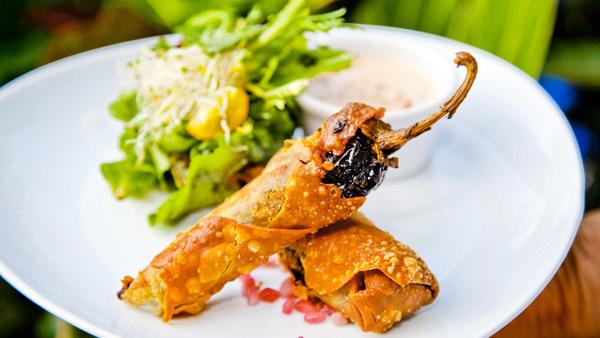 -en-rocket-salad-with-stuffed-chiles-es-ensalada-rocket-con-chiles-rellenos-