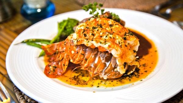 -en-pacific-lobster-perfectly-prepared-es-langosta-pacfico-perfectamente-preparada-