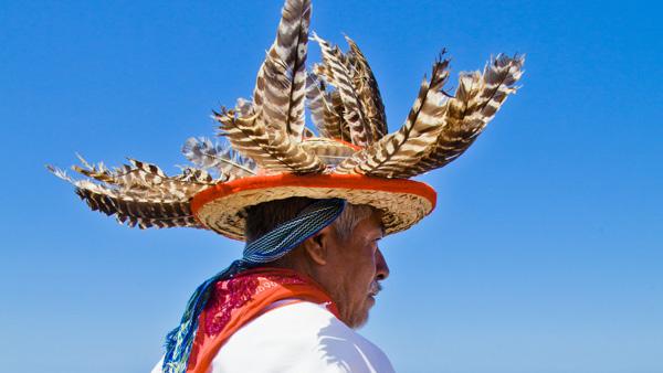 -en-huichol-man-in-a-ceremonial-sombrero-es-hombre-huichol-con-sombrero-ceremonial-