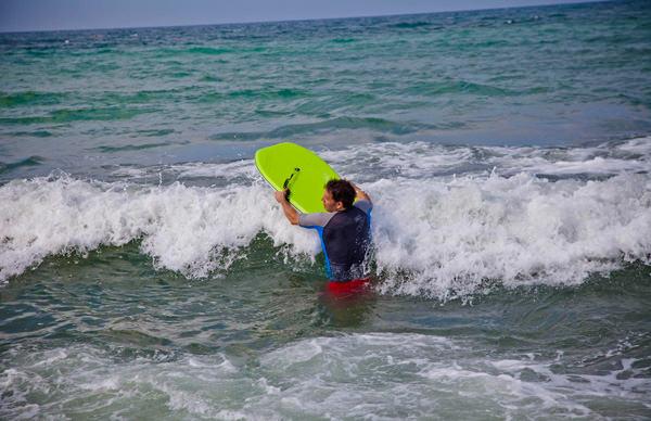 -en-you-can-ride-little-whitewater-waves-on-a-boogie-board-es-puede-montar-olas-pequeas-en-un-boogie-