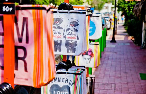 -en-revolucion-del-suenos-sidewalk-offerings-es-revolucin-del-sueo-ofertas-en-la-banqueta-