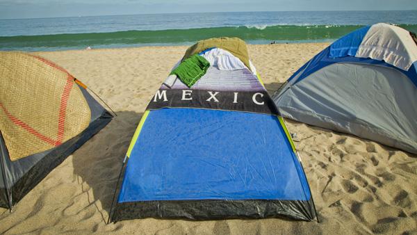 -en-during-holy-week-north-beach-is-a-campground-es-en-semana-santa-la-playa-norte-es-un-campamento-