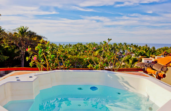 -en-hot-tubs-with-views-are-a-great-condo-amenity-es-jacuzzis-con-vista-son-una-gran-amenidad-
