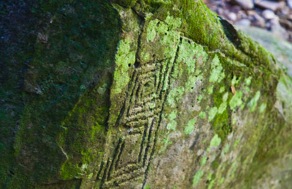 -en-a-thousand-year-old-petroglyph-at-alta-vista-es-un-petroglifo-milenario-en-alta-vista-