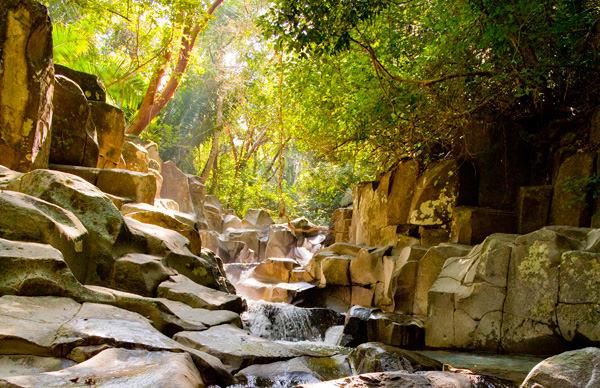 -en-up-this-beautiful-stream-lie-the-petroglyphs-of-alta-vista-es-riachuelo-de-alta-vista-
