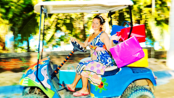 -en-shopping-can-be-fun-with-a-golf-cart-to-get-around-town-es-divertidos-carritos-de-golf-para-moverse-por-el-pueblo-