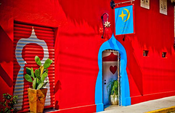 -en-the-moroccan-style-entry-to-le-petit-hotel-hafa-es-entrada-de-estilo-marroqu-del-hotel-hafa-