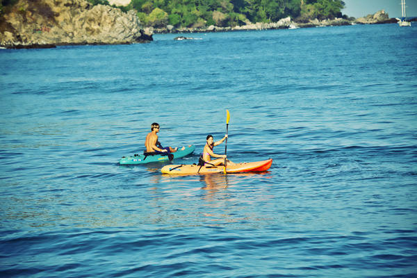 -en-kayaking-is-great-fun-for-couples-es-el-kayak-es-muy-divertido-para-las-parejas-