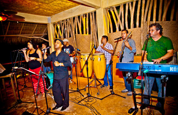 -en-cuban-music-night-at-don-pedros-es-noche-cubana-en-don-pedros-