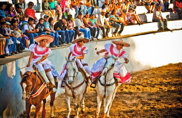 -en-caballeras-performing-at-a-rodeo-in-sayulita-es-adelitas-en-la-charreada-