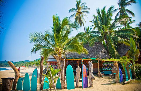 -en-a-beachfront-bar-on-the-north-sayulita-beach-es-bar-frente-al-mar-en-la-playa-norte-