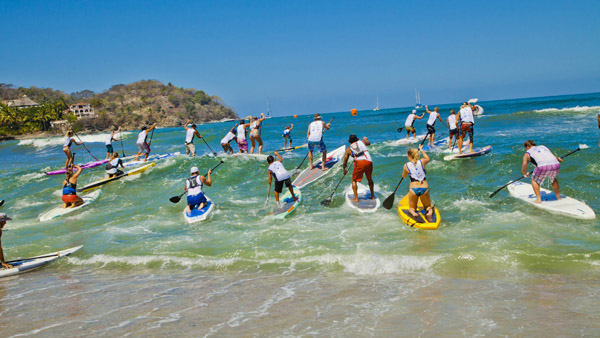 -en-sayulitas-annual-stand-up-paddleboarding-race-es-carrera-anual-de-sup-
