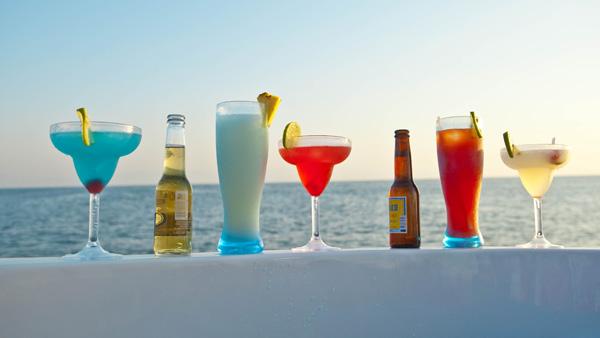 -en-sea-sky-and-cold-drinks-perfection-es-mar-cielo-tragos-frios-perfeccin-