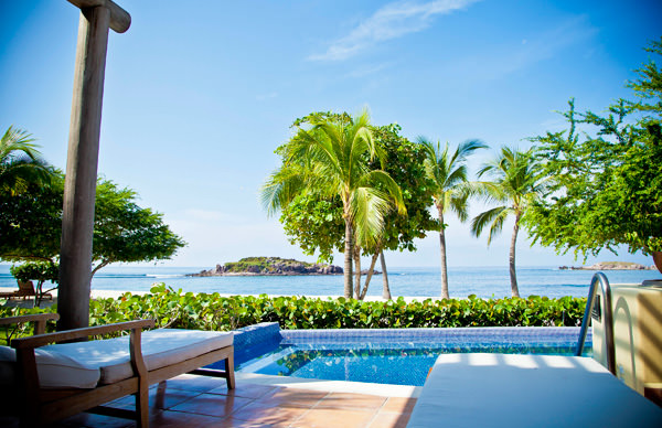 -en-pool-ocean-islands-and-a-perfect-beach-at-punta-mita-es-piscina-mar-islas-y-playa-perfecta-en-punta-de-mita-