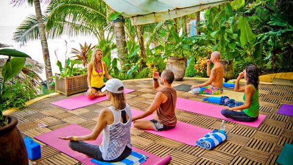 -en-a-yoga-class-at-playa-escondida-es-clase-de-yoga-en-playa-escondida-