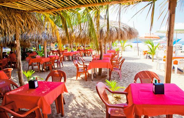 -en-you-can-dine-on-the-sands-in-san-pancho-es-puede-comer-en-las-playas-de-san-pancho-