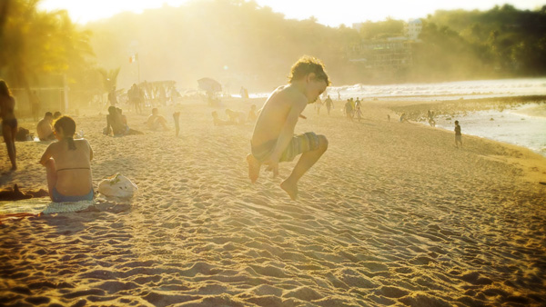 -en-boy-jumping-for-joy-on-a-sun-kissed-day-on-sayulita-es-nio-saltando-alegremente-en-un-da-soleado-