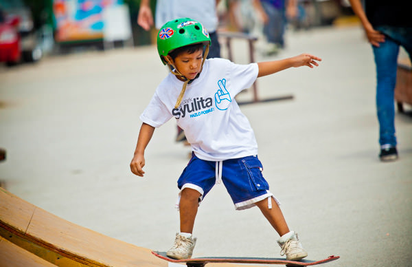 -en-helmets-are-a-wise-choice-for-young-skaters-es-cascos-indispensables-para-los-jvenes-eskatos-