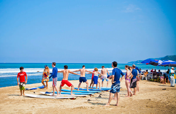 -en-surf-lessons-on-the-beach-sayulita-es-lecciones-de-surf-en-la-playa-sayulita-
