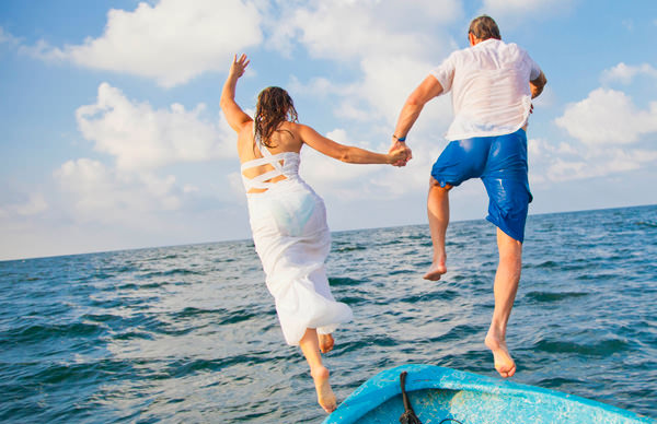-en-marriage-a-leap-of-faith-into-balmy-seas-es-matrimonio-un-salto-de-fe-dentro-del-tbio-mar-