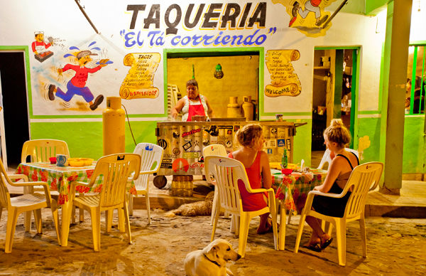 -en-downtown-sayulita-features-at-least-a-dozen-taco-stands-es-tacos-en-el-centro-de-sayulita-