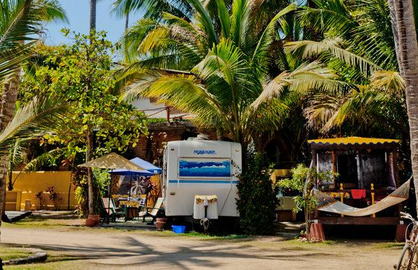 -en-trailer-park-life-can-be-sweet-in-sayulita-es-la-vida-dulce-en-sayulita-