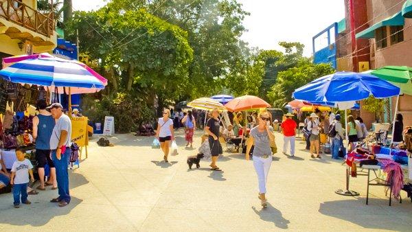-en-the-mercado-del-pueblo-happens-every-friday-es-el-mercado-del-pueblo-cada-viernes-