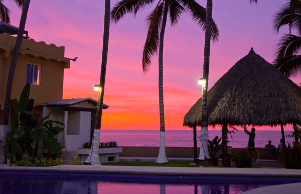-en-an-unbeatable-amenity-sunset-at-the-beach-es-amenidad-inmejorable-atardecer-en-la-playa-