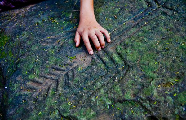 -en-ancient-petroglyph-at-alta-vista-es-petroglifos-en-alta-vista-