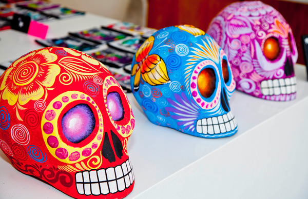 -en-day-of-the-dead-heads-come-in-many-colors-es-calaveras-de-da-de-muertos-