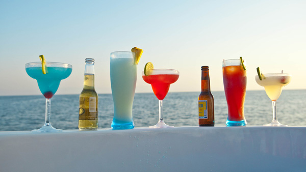 -en-sea-sky-and-cold-drinks-perfection-es-mar-cielo-tragos-frios-perfeccin-