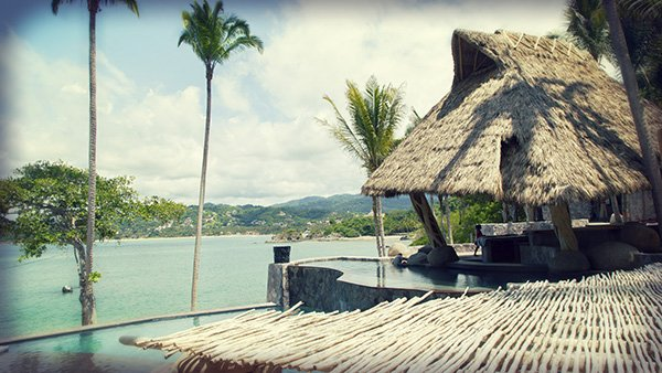 -en-the-multi-level-pool-and-poolside-bar-at-the-beach-club-es-el-bar-y-la-piscina-multinivel-punta-sayulita-