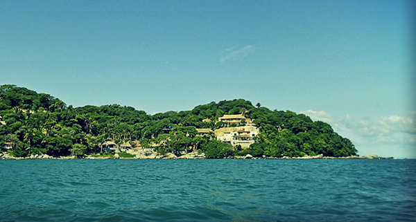 -en-the-houses-at-punta-sayulita-seen-from-sayulita-beach-es-casas-en-punta-sayulita-vistas-desde-playa-sayulita-