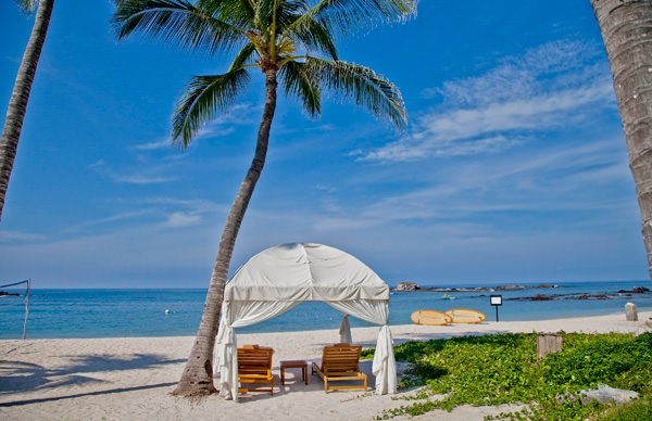 -en-elegant-cabanas-for-beachfront-lounging-at-punta-mita-es-elegante-hospedaje-frente-al-mar-en-punta-de-mita-