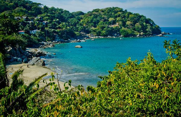 -en-punta-sayulita-is-just-south-of-los-muertos-beach-es-punta-sayulita-justo-al-sur-de-playa-los-muertos-
