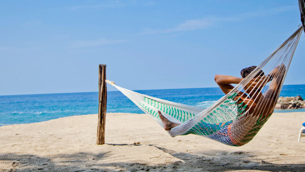 -en-sometimes-all-it-takes-is-a-hammock-with-a-view-es-solo-se-necesita-una-amaca-con-vista-