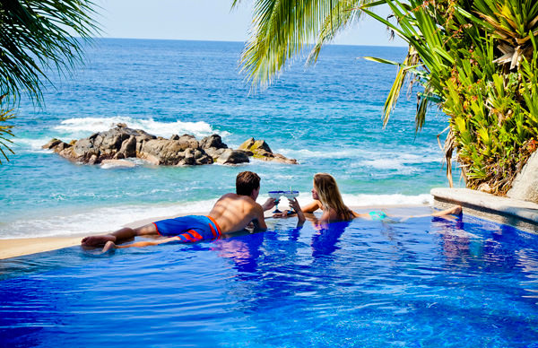-en-a-pool-in-paradise-at-hotel-playa-escondida-es-piscina-paradisiaca-en-hotel-playa-escondida-
