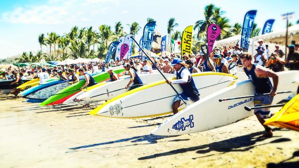 -en-race-began-with-a-mad-dash-down-the-beach-to-the-water-es-comienza-la-competencia-con-una-carrera-al-agua-