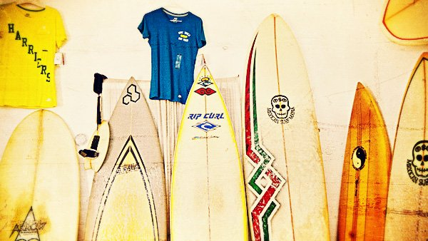 -en-boards-and-rashguards-in-the-quiverito-shop-es-lycras-y-tablas-en-la-tienda-quiverito-