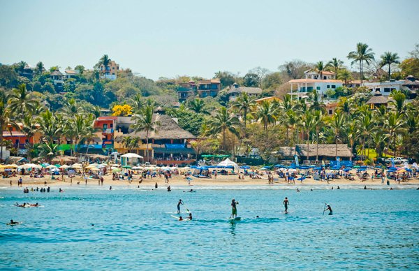 -en-its-all-fun-in-the-sun-on-sayulita-beach-es-diversin-en-el-sol-de-sayulita-