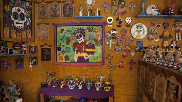 -en-the-day-of-the-dead-inspires-all-kinds-of-artworks-es-el-da-de-muertos-inspira-todo-tipo-de-artesanas-