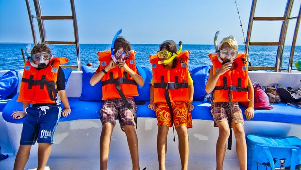-en-kids-in-a-row-all-snorkeled-up-es-nios-alineados-todos-con-snorkel-