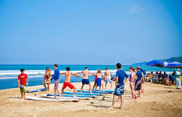 -en-surf-lessons-on-the-beach-sayulita-es-lecciones-de-surf-en-la-playa-sayulita-