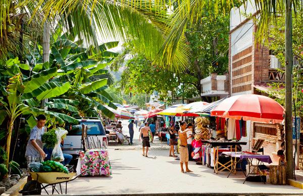 -en-artisans-sell-arts-and-crafts-on-calle-gaviotas-es-artesanos-vendiendo-arte-y-artesanas-en-calle-gaviotas-