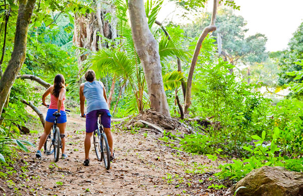 -en-exploring-the-mysteries-of-the-jungle-by-bike-es-explore-el-bosque-en-bicicleta-