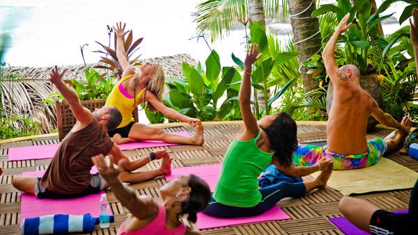-en-group-yoga-at-playa-escondida-es-grupo-de-yoga-en-playa-escondida-